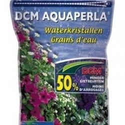 Le Grain d'eau, aussi appelé rétenteur d'eau, est un excellent complément à l'arrosage goutte à goutte. Il augmente la résistance de vos plantes au stress lié à la sécheresse. Au contact de l'eau, le grain d'eau se gonfle et retient l'eau ainsi que les éléments nutritifs et les libérera en fonction des besoins de la plante, jusqu'à ce que l'eau emmagasinée soit épuisée. Ils se regonfleront dès l'arrosage suivant. Les grains d'eau permettent ainsi de diminuer l'arrosage.