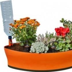 Optez pour un arrosage optimal de vos jardinières, même en cas d'absence. Un kit d'arrosage jardinière vous permettra de réaliser des économies d'eau (jusqu'à 80% d'économie), mais également de partir en vacances sans avoir à vous soucier de l'arrosage de vos plantes. Vous retrouverez vos plantes saines et fleuries à votre retour. Consultez notre sélection pour l'arrosage de vos jardinières : kit jardinière 3 goutteurs, pieds goutteurs individuels, kits goutte à goutte Cône Aquasolo et autres kits jardinières pour un arrosage écologique et économique !