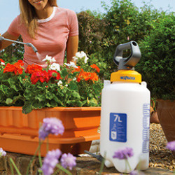 Retrouvez notre gamme de pulvérisateurs. Le pulvérisateur sera votre allié pour garder vos plantes et fleurs en bonne santé. Vous pourrez mélanger avec précision vos produits afin de pulvériser de l'engrais, désherber, traiter ou lutter contre les nuisibles et les maladies.