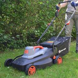 La tondeuse à gazon est un élément indispensable pour tout jardinier ! Savez-vous comment la choisir ? Il existe de nombreuses sortes, telles que les tondeuses électriques ou encore les robots tondeuses par exemple. C'est la superficie de votre terrain à tondre qui déterminera principalement le type de tondeuse à privilégier. Par exemple, pour un terrain allant jusqu'à 500 m², préférez une tondeuse électrique (à fil ou batterie, selon vos préférences) ou encore un robot tondeuse (pouvant aller jusqu'à 1000 m²) : il tondra pour vous en toute autonomie !